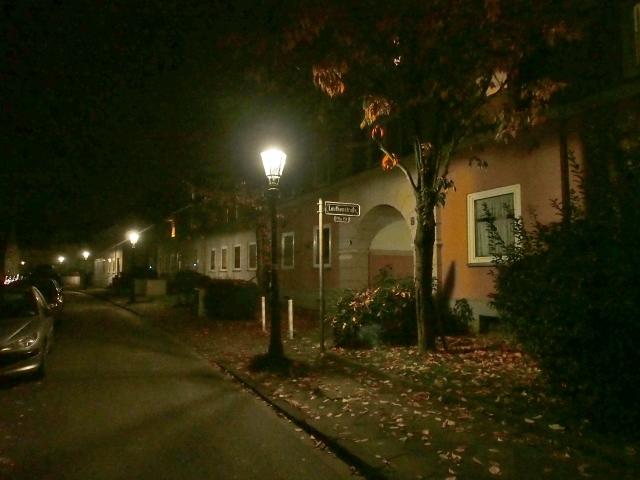 D-Leuthenstraße, Gaslaternen